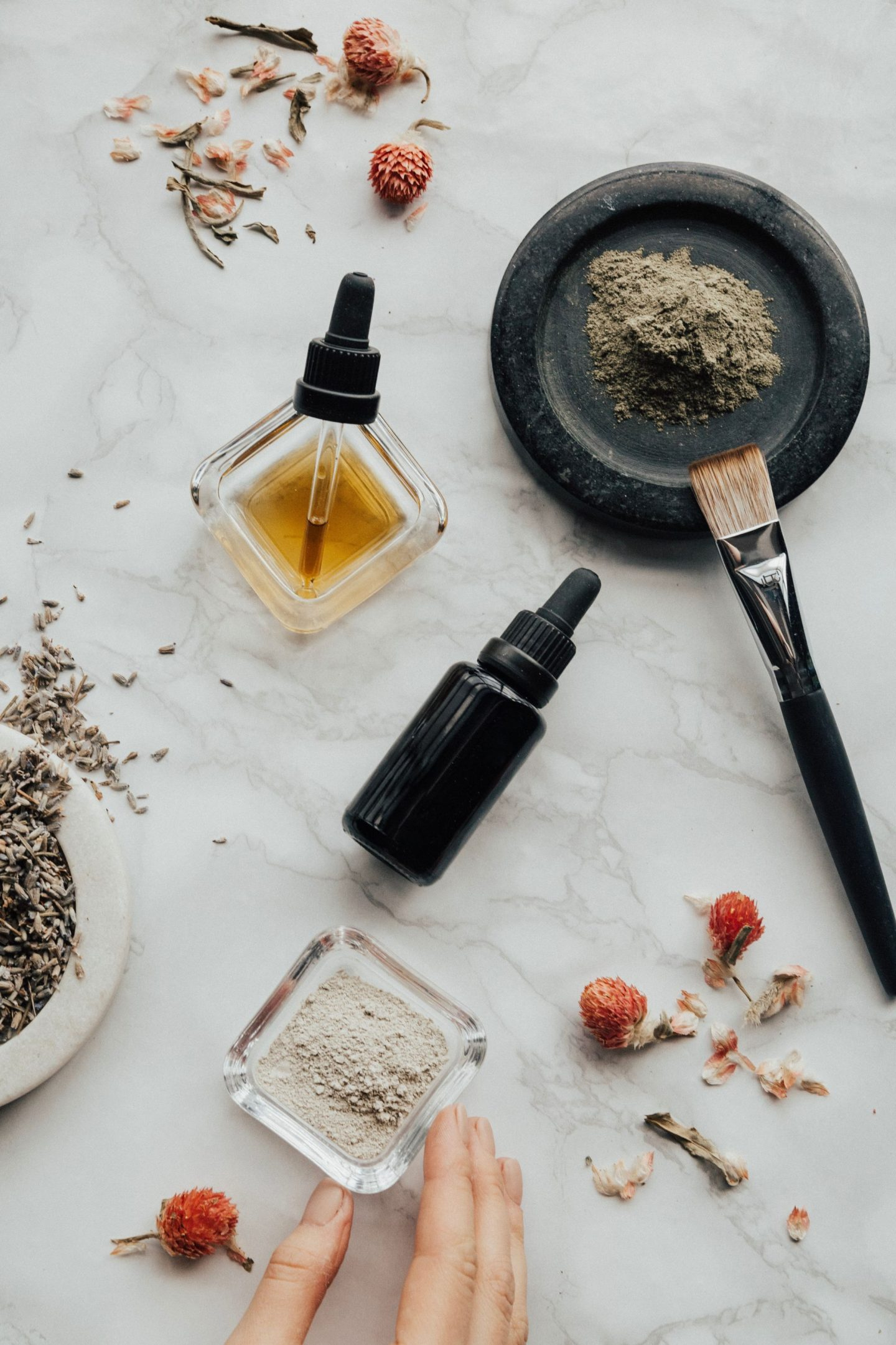 4 Essential Oils Every Home Needs